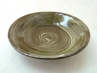 横田 皿8寸 イッチン刷毛目
