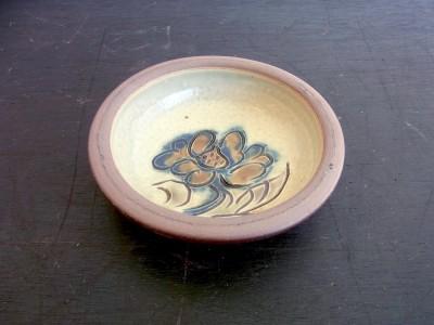茂生 まんじゅう皿3寸 線彫り 花B