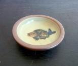 茂生 まんじゅう皿3寸 線彫 魚