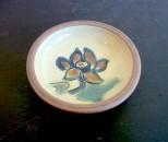 茂生 まんじゅう皿4寸 線彫 花