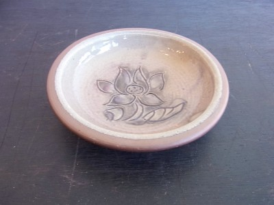 茂生 まんじゅう皿4寸 線彫 花 色なし